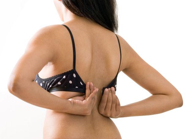 Redukcja piersi jest poważnym zabiegiem /123RF/PICSEL