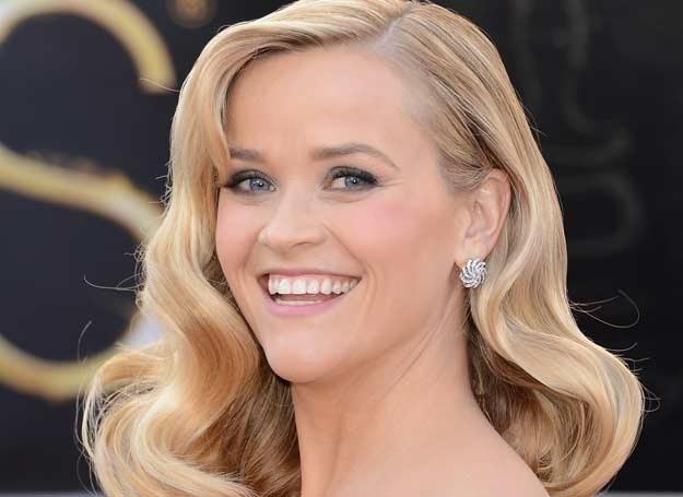 Reese Witherspoon ma idealne brwi. Zwróć uwagę na kolor idealnie dopasowany do jej blond włosów /Getty Images/Flash Press Media