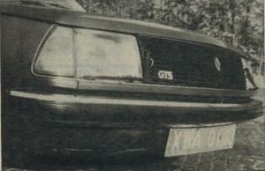 Reflektory Renault 18 są wyposażone w wycieraczki, włączające się samoczynnie po zapaleniu świateł i naciśnieciu dźwigni zmywacza szyby. /Motor