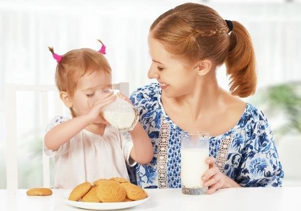 Regularne picie mleka i spożywanie nabiału pozwala się cieszyć dobrym zdrowiem /123RF/PICSEL