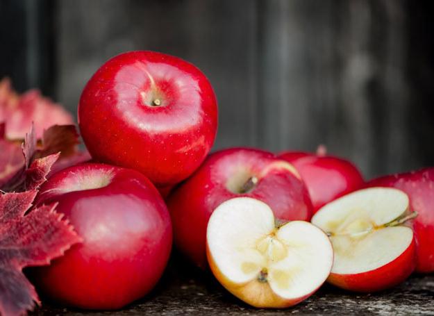 Regularne spożywanie jabłek rozwiąże problem zaparć /123RF/PICSEL