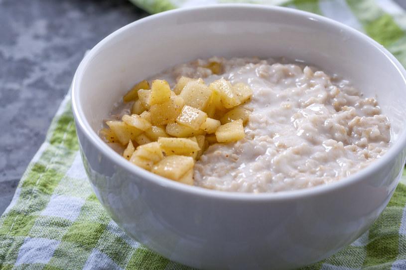 Regularne spożywanie pokarmów zawierających duże ilości błonnika, może pomóc zapobiegać depresji u kobiet przed menopauzą /123RF/PICSEL