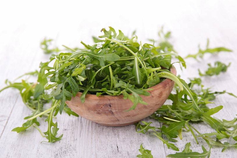 Regularne spożywanie zielonych listków zwiększa odporność i zapobiega anemii /123RF/PICSEL