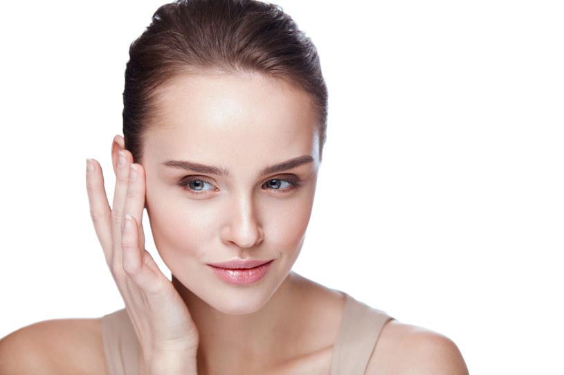 Regularne stosowanie oleju jojoba może mieć wpływ na stymulację syntezy koleganu, nawilżenie, natłuszczenie i odżywienie skóry