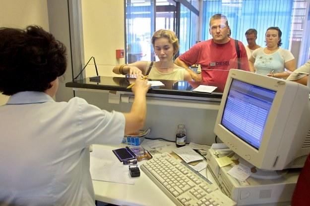 Regularne zasilanie konta jest nagradzane przez bank wyższym oprocentowaniem /AFP