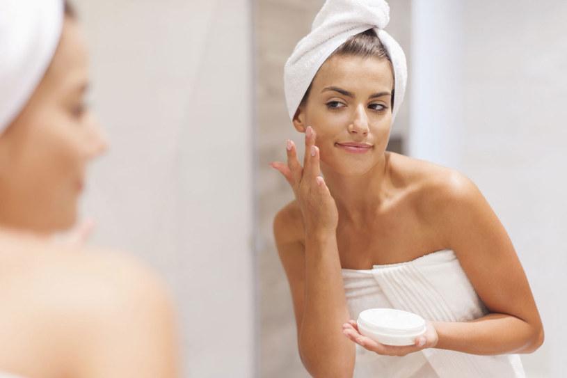Regularne złuszczanie skóry zapewnia jej lepsze dotlenienie i ukrwienie /123RF/PICSEL