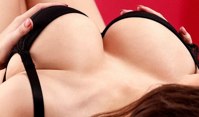 Regularnie masuj piersi /©123RF/PICSEL