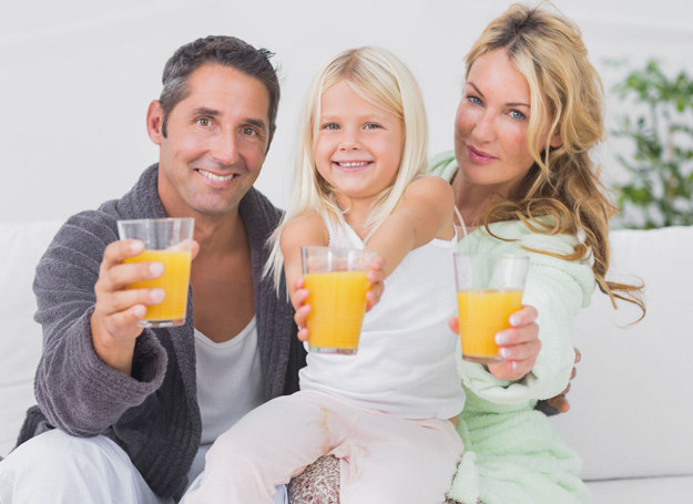 Regularnie pity sok z dnia na dzień poprawia odporność twojego dziecka. /123RF/PICSEL