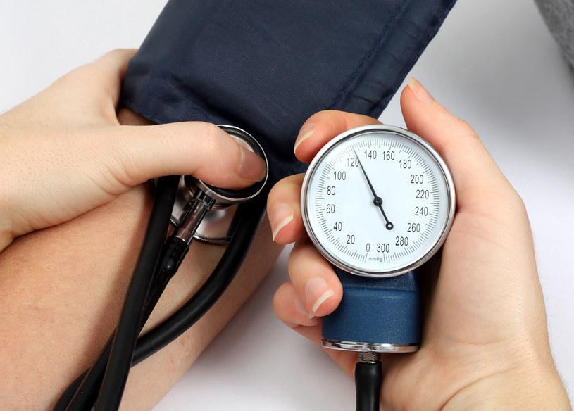 Regularny pomiar ciśnienia krwi zwykłym ciśnieniomierzem jest bardzo ważny w diagnostyce /123RF/PICSEL