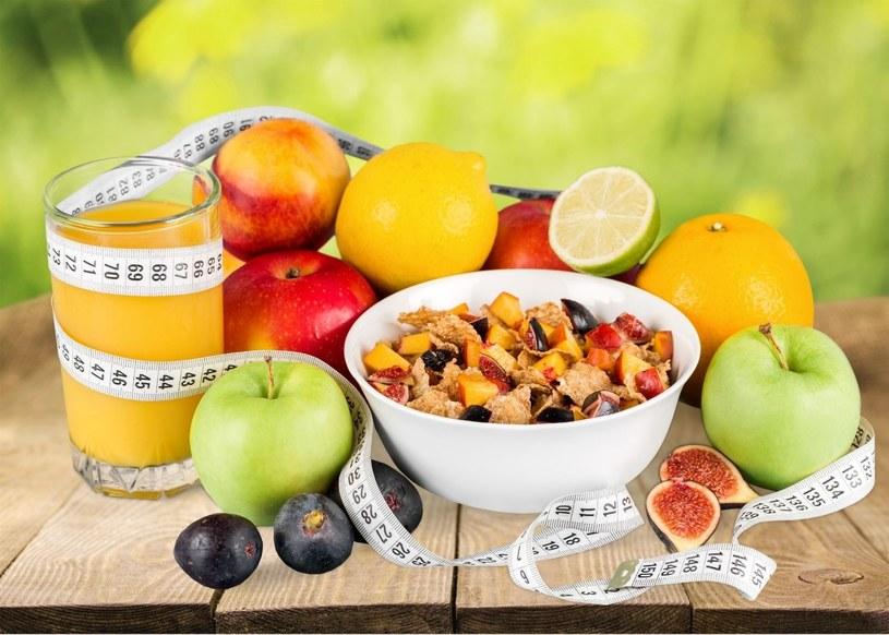 Regulując pracę jelit, można zrzucić zbędne kilogramy /123RF/PICSEL