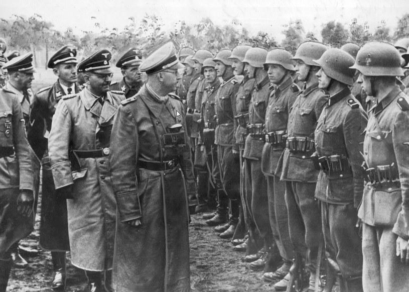 """Reichsfuhrer Heinrich Himmler wizytuje ukraińską Dywizję Grenadierów Waffen SS """"Galizien"""" /Z archiwum Narodowego Archiwum Cyfrowego"""