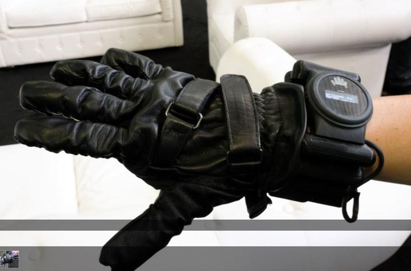 Rękawica będzie dużym ułatwieniem dla osób po urazach dłoni /TechCrunch /Internet