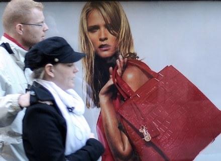 Reklama od zawsze towarzyszyła handlowi /AFP