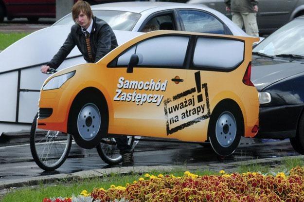 Reklama samochodu zastepczego. Fot. Wlodzimierz Wasyluk/REPORTER /Reporter