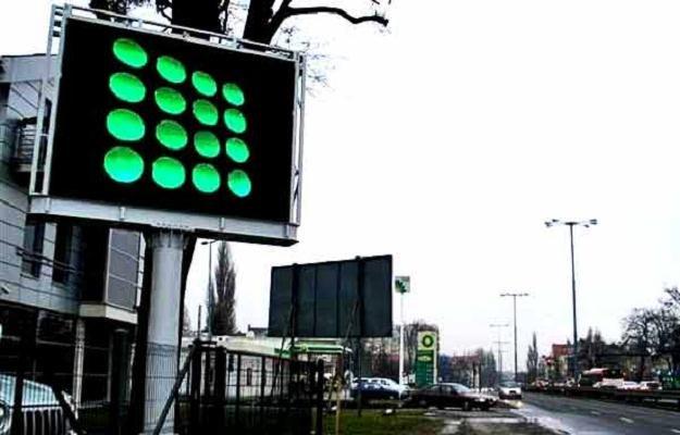 Reklamowe ekrany oparte na diodach LED oślepiają kierowców/fot. D. Proniewicz /RMF