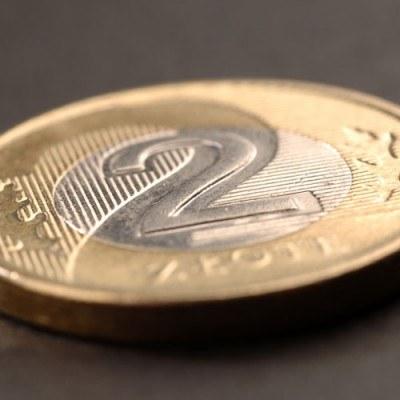 Rekomendacja T w mniejszym stopniu ogranicza dostępność kredytów walutowych niż złotowych /AFP