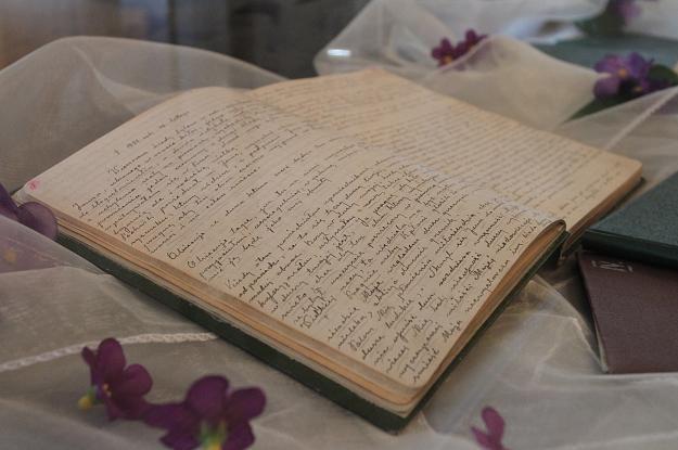 """Rękopis """"Dzienniczka"""" siostry Faustyny Kowalskiej, fot. J. Bednarczyk /PAP"""