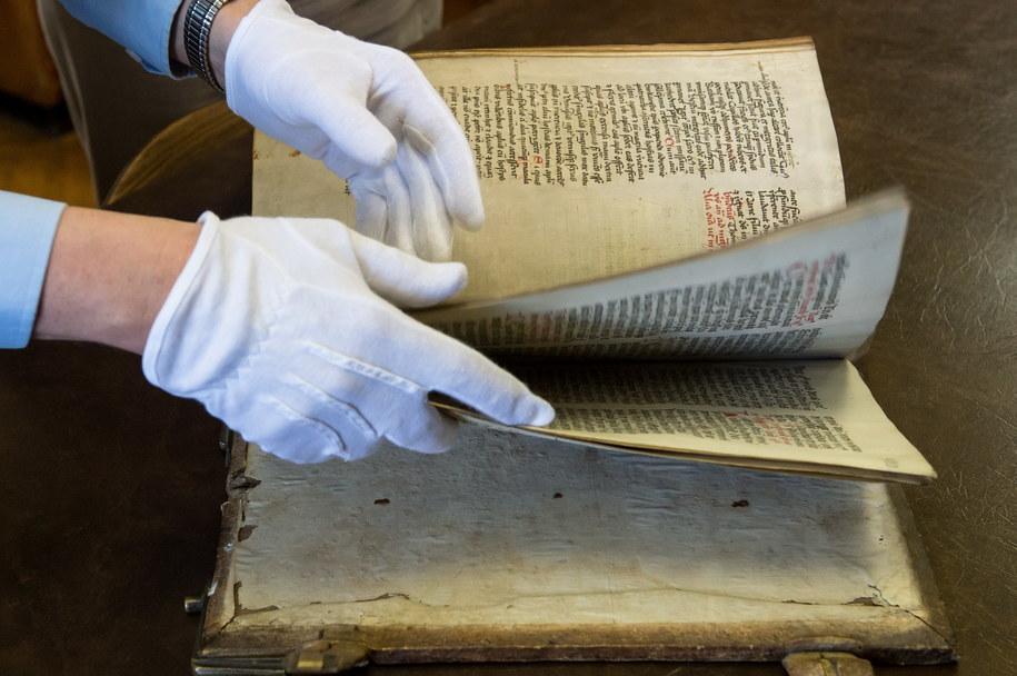 Rękopiśmienny brewiarz z 1415 roku, sporządzony został na pergaminie przez Jana z Połańca i Marcina z Oławy /Maciej Kulczyński /PAP
