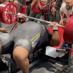 Rekord świata pękł. 355 kilogramów na klatkę