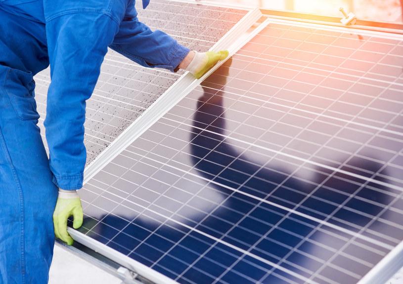Rekordowe zainteresowanie odnawialnymi źródłami energii /123RF/PICSEL