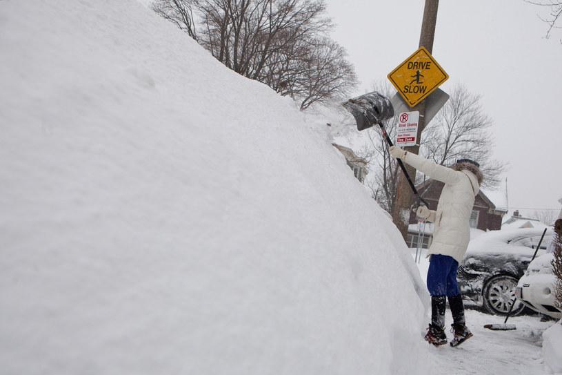 Rekordowe zaspy śnieżne. Sięgają ponad 1,5 metra /AFP