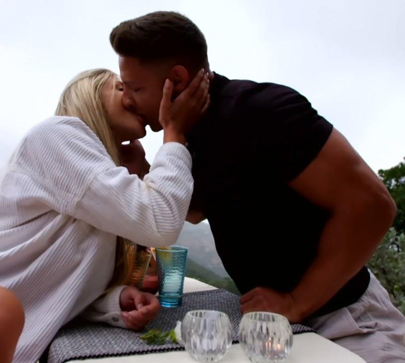 Relacja Caroline i Mateusza nabiera rozpędu! /Polsat /Polsat