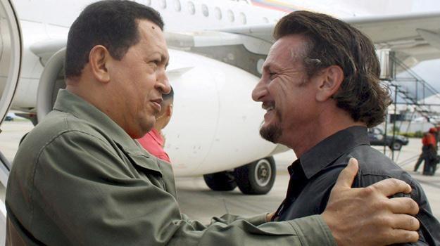 Relacje Hugo Chaveza i Seana Penna pełne są serdeczności /