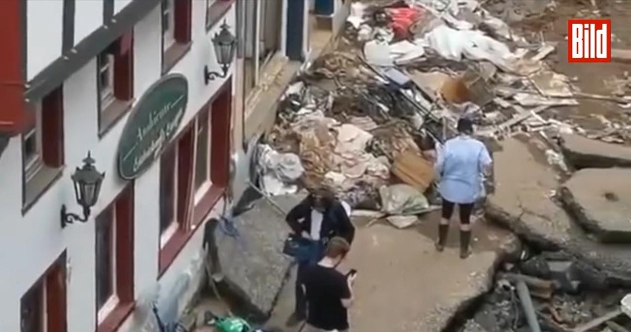 Relacjonowała powódź, wysmarowała się błotem. Reporterka zawieszona