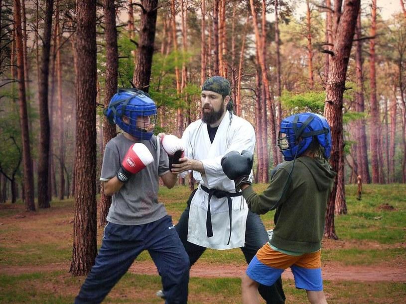 Religia nie musi być nudna. Zajęcia karate dla lokalnych dzieciaków /CEN/VK /East News