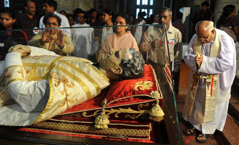 Relikwiarz św. Jana Bosko wędruje po całym świecie /AFP