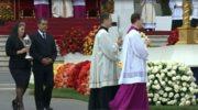 Relikwie świętych Jana XXIII I Jana Pawła II wniesione na ołtarz