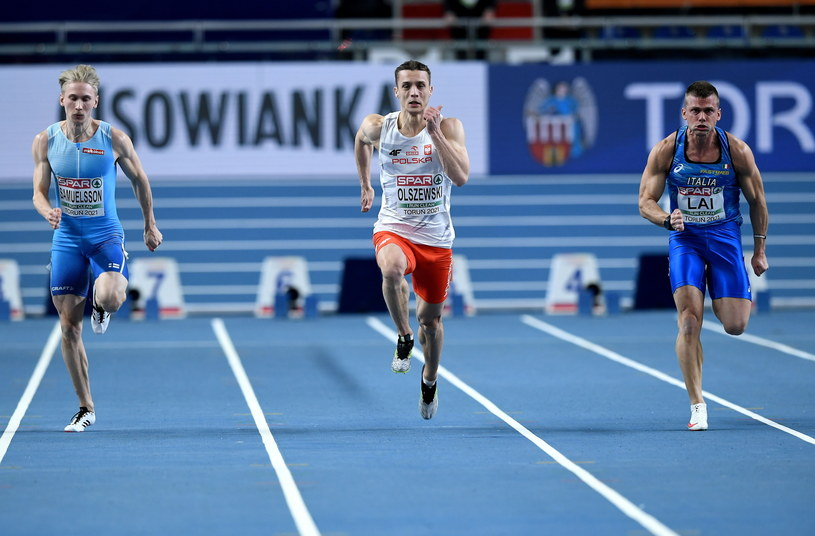 Remigiusz Olszewski w kwalifikacjach biegu na 60 metrów / Adam Warżawa    /PAP
