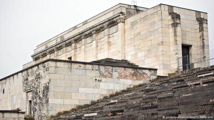 """Remont wielkiej trybuny """"Zeppelin"""" w Norymberdze, gdzie odbywały się zjazdy nazistów, budzi spore kontrowersje. Fot: picture-alliance/dpa/D. Karmann /Deutsche Welle"""