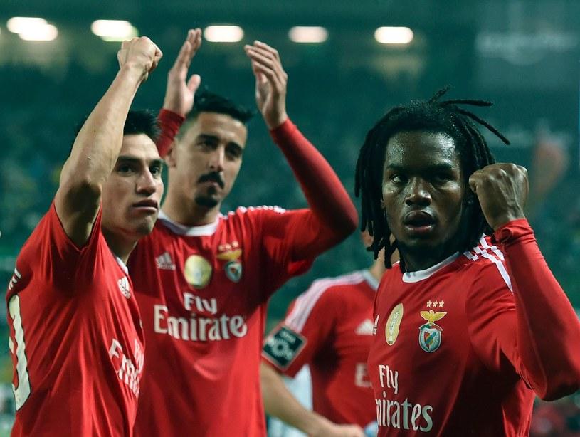 Renato Sanches (z prawej) po triumfie w derbach Lizbony ze Sportingiem /AFP