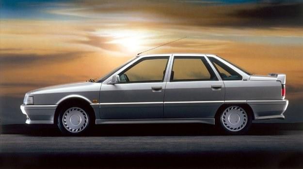 Renault 21 Turbo kryje w zanadrzu jeszcze jedną potencjalną możliwość zwiększenia mocy - do turbosprężarki można dołączyć głowicę o czterech zaworach na każdy cylinder. Na razie są tylko dwa. /Renault