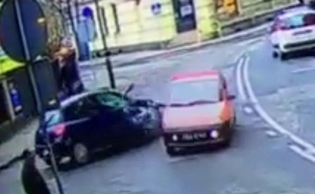 Renault Clio uderzyło dokładnie w bok Fiata Seicento /