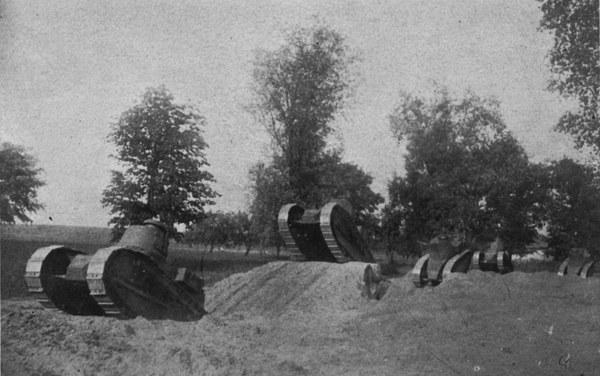Ćwiczenia Szkoły Czołgów i Samochodów na poligonie w Rembertowie, sierpień 1927 r.