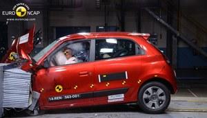 Renault Twingo dobrze chroni dorosłych pasażerów oraz przewożone w fotelikach dzieci nawet podczas uderzenia bocznego. /Euro NCAP