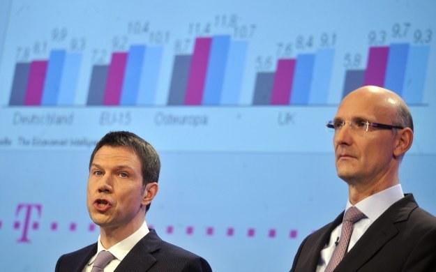 Rene Obermann, prezes Deutsche Telekom (L) i Timotheus Hoettges, dyrektor finansowy /AFP