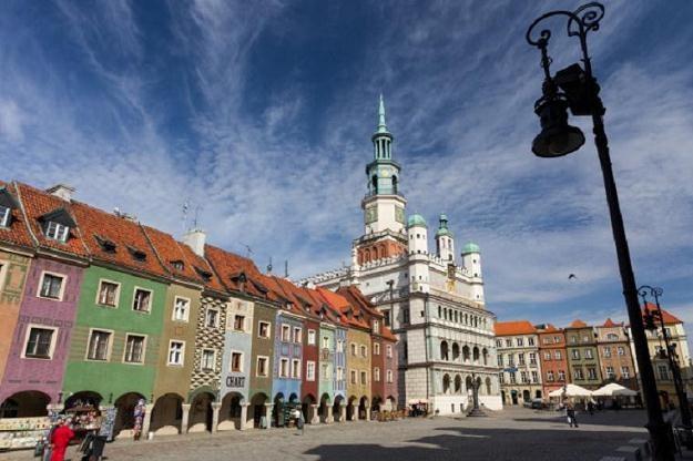 Renesansowy ratusz i domki budnicze na Starym Rynku w Poznaniu/fot. Adam Ciereszko /PAP
