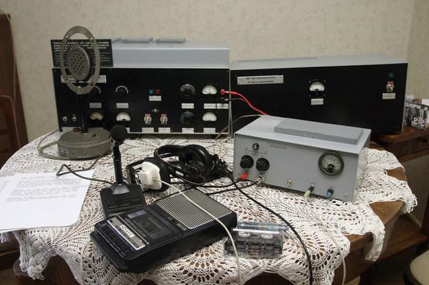 """Replika radiostacji """"Błyskawica"""" w Muzeum Powstania Warszawskiego /Krzysztof Kuczyk /Agencja FORUM"""
