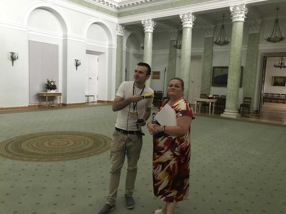 Reporter RMF FM Michał Dobrołowicz i Bożena Opioła z Kancelarii Prezydenta w Sali Kolumnowej Pałacu Prezydenckiego /Michał Dobrołowicz /RMF FM