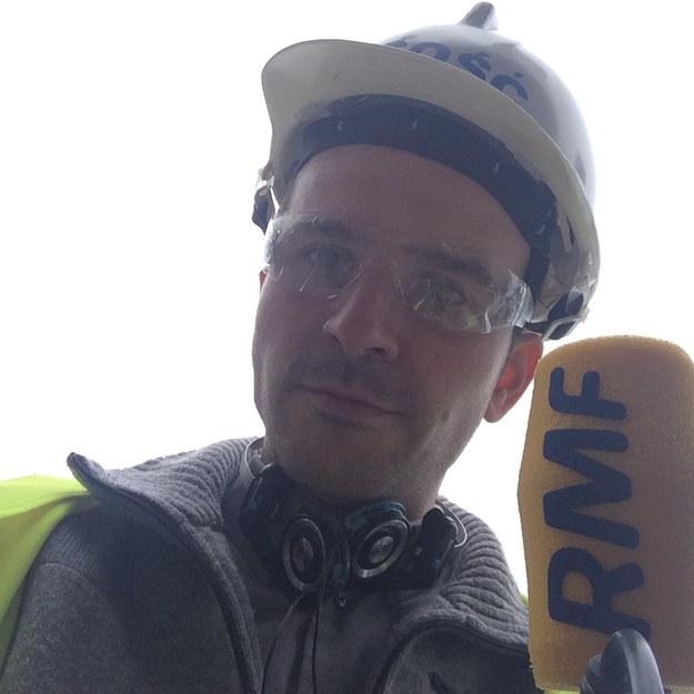Reporter RMF FM Michał Dobrołowicz w tzw. odzieży ochronnej na terenie rozbudowy Elektrowni Opole (bloki 5 i 6) /Michał Dobrołowicz /RMF FM