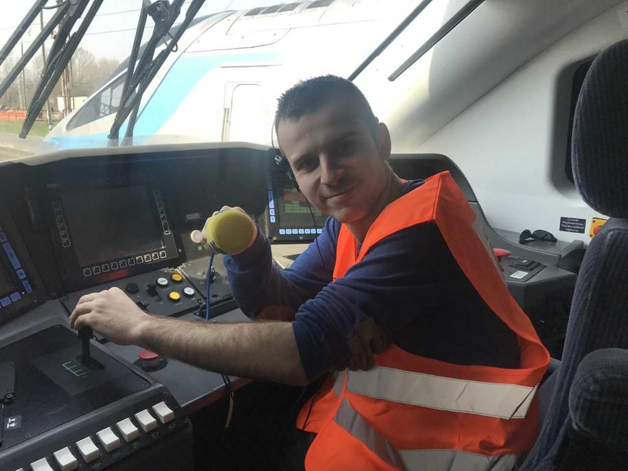 Reporter RMF FM Michał Dobrołowicz za sterami pociągu Pendolino /Fot. Michał Dobrołowicz /RMF FM
