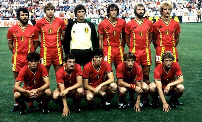 Reprezentacja Belgii na mundialu Espana'82. Guy Vandermissen klęczy pierwszy z prawej. /