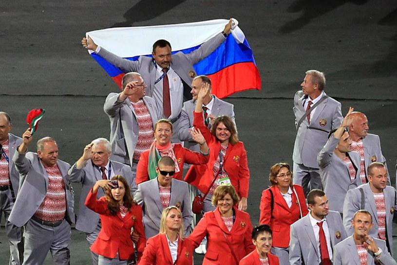 Reprezentacja Białorusi z flagą Rosji na Maracanie /AFP