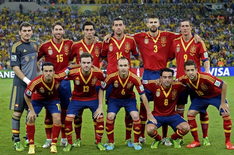 Reprezentacja Hiszpanii w pełnej krasie. Iker Casillas pierwszy z lewej. /AFP