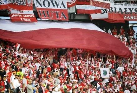 Reprezentacja jest ostatnią rzeczą łączącą polski futbol ze światem. /AFP