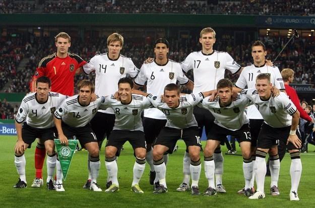 Reprezentacja Niemiec przed meczem z Azerbejdżanem. /AFP