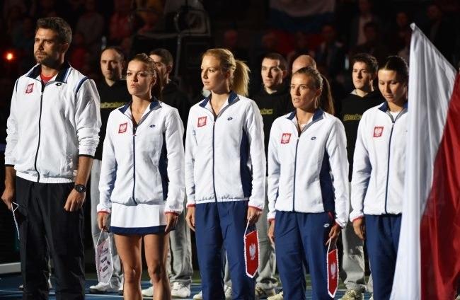 Reprezentacja Polski (od lewej) kapitan Tomasz Wiktorowski, Agnieszka Radwańska, Urszula Radwańska, Alicja Rosolska i Klaudia Jans-Ignacik /Jacek Bednarczyk /PAP